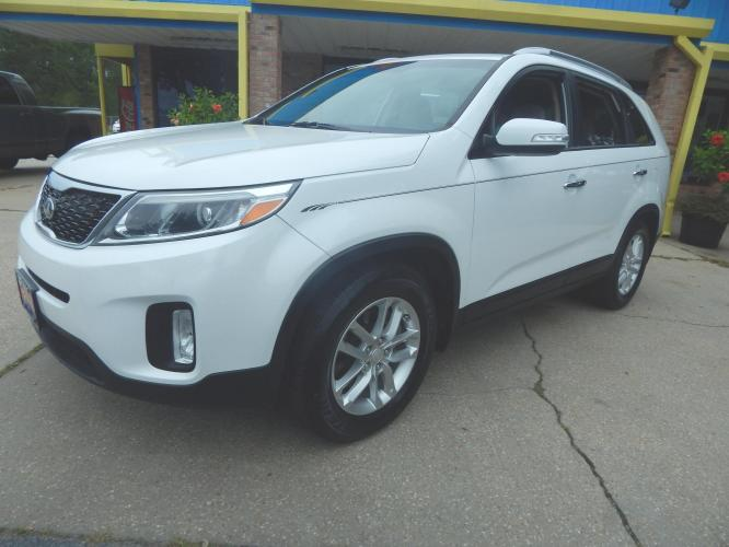 2015 White /Tan Kia Sorento LX 2WD (5XYKT4A66FG) with an 2.4L L4 DOHC 16V engine, 6-Speed Automatic transmission, located at 3120 W Tennessee St, Tallahassee, FL, 32304-1002, (850) 575-6702, 30.458841, -84.349648 - Photo #0